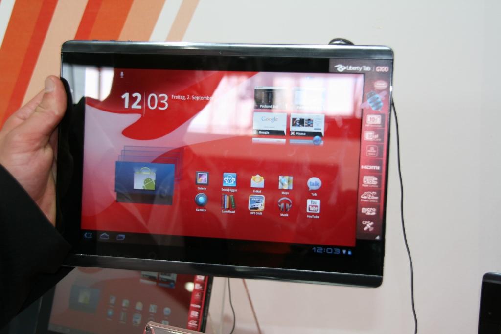 Tablette Packard Bell Liberty Tab en photo au salon de l'IFA 2011 1