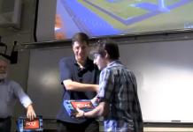 Aux Etats-Unis, des étudiants reçoivent une tablette tactile de la part d'un ancien diplômé 2