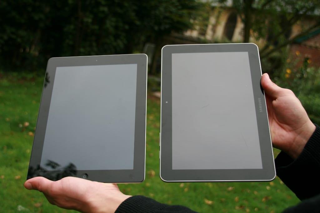 tablette samsung galaxy tab 10 1 vs tablette apple ipad 2. Black Bedroom Furniture Sets. Home Design Ideas