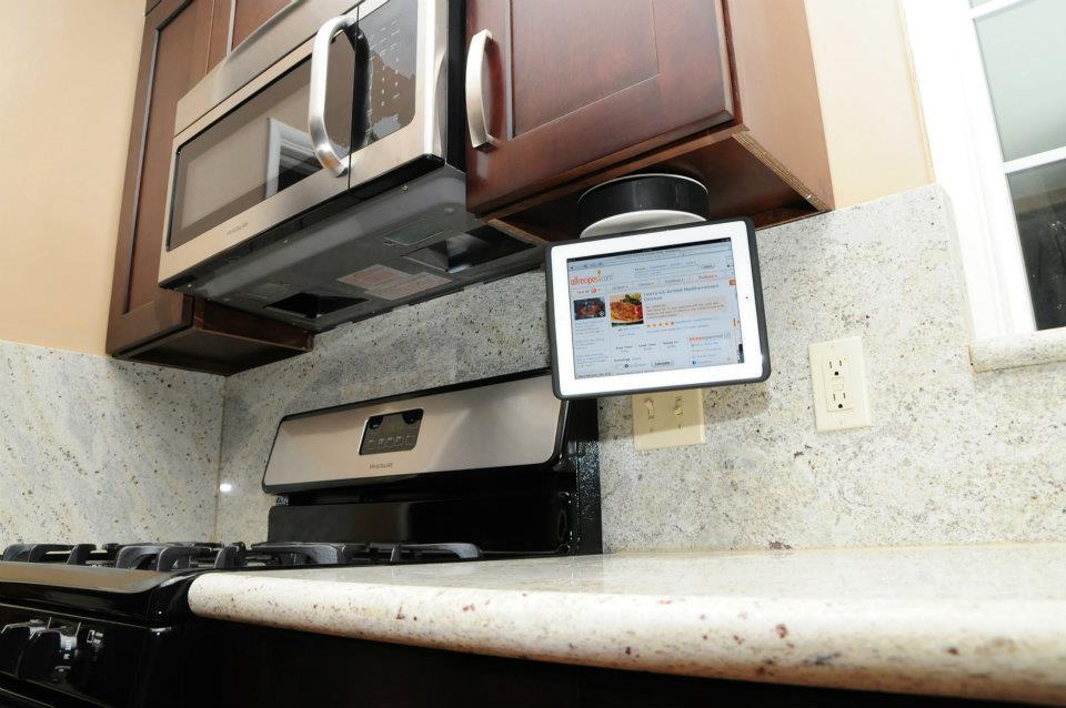 CES 2012 : Accessoire IncarBite Kitchen Mount, dock plafond pour tablette tactile