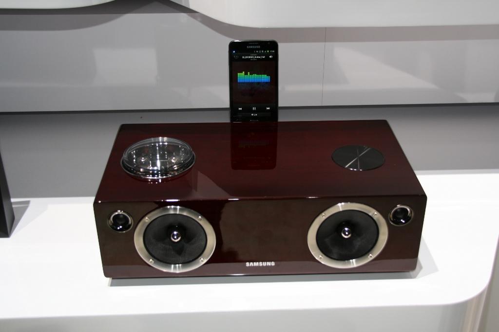 ces 2012 l 39 audio dock samsung da e750. Black Bedroom Furniture Sets. Home Design Ideas