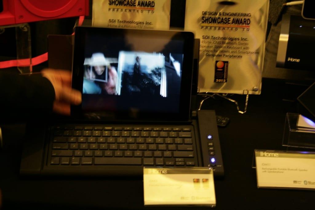 Ces 2012 accessoire ihome idm5 un dock clavier pour - Tablette tactile avec port usb ...