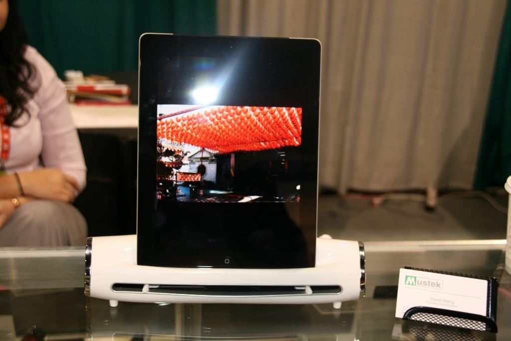 CES 2012 : Mustek nous présente le S400 Docking Station, un scanner pour iPad
