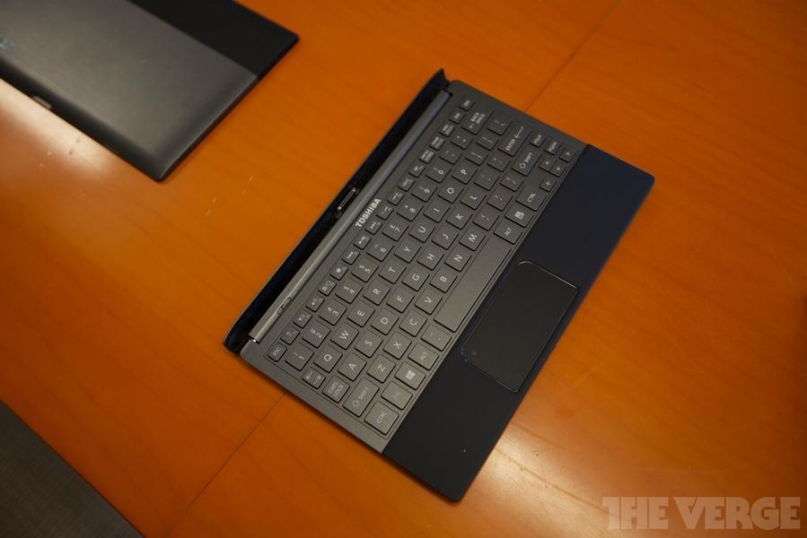 toshiba et les nouveaux concepts de tablettes clavier sous. Black Bedroom Furniture Sets. Home Design Ideas