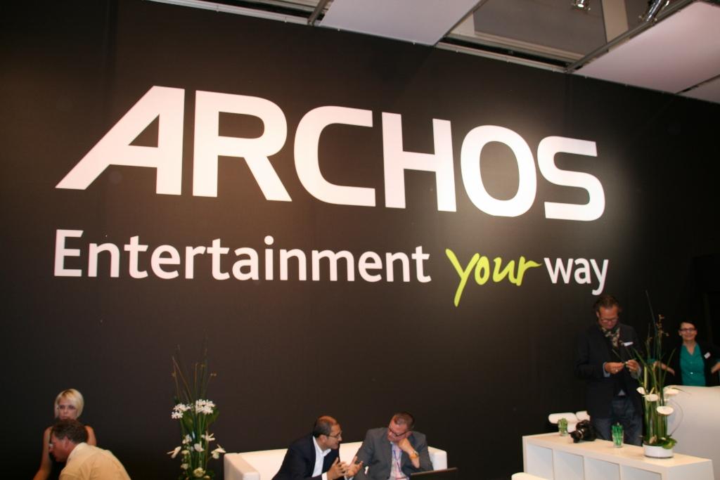 Prise en main de la tablette Archos 97 carbon au salon IFA 2012 à Berlin