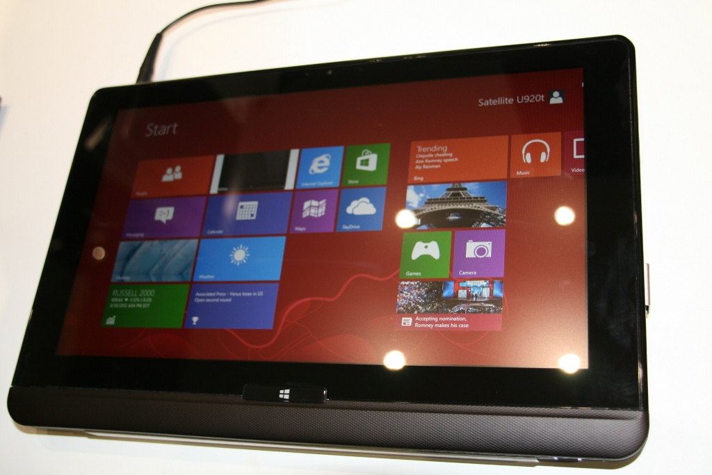toshiba satellite u920t une tablette pc sous windows 8 surprenante. Black Bedroom Furniture Sets. Home Design Ideas