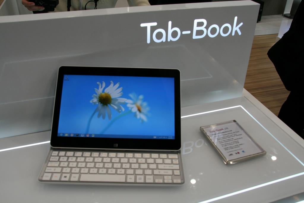 [MWC 2013] La tablette hybrid LG Tab Book en vidéo, démonstration prix et diponibilité