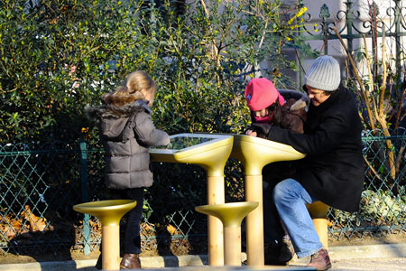 JCDecaux lance Play : une table tactile destinée aux parcs et jardins de la Ville de Paris 1