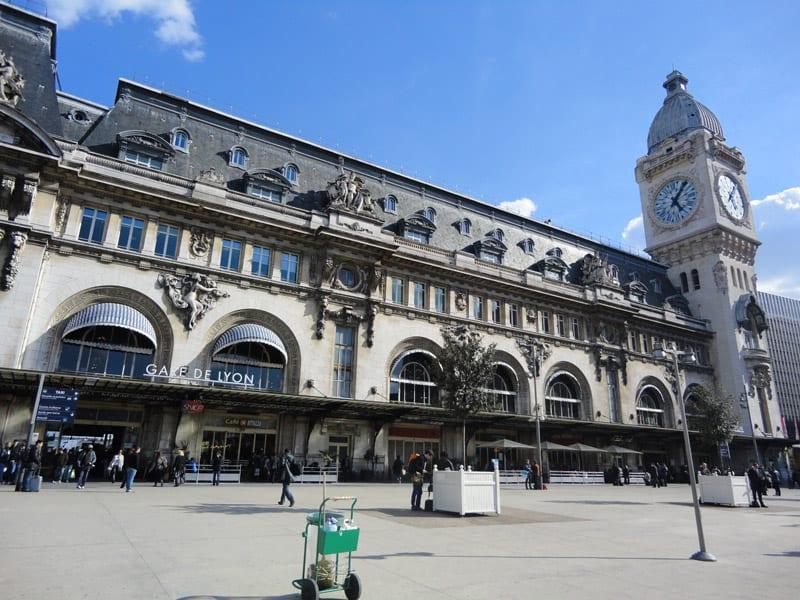 La gare de lyon met des ipad disposition des voyageurs for Garage de la gare bretigny