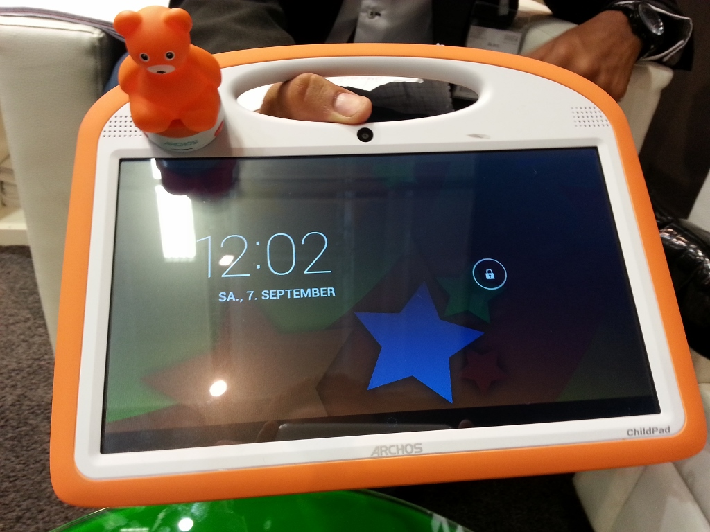 Archos 101 ChildPad : Prise en main de la tablette enfant équipée d'une figurine !