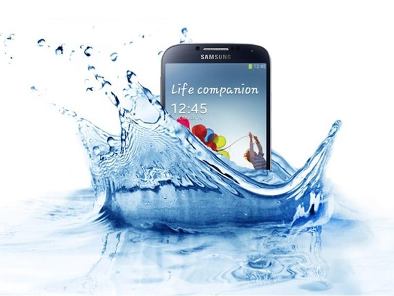 Le Samsung Galaxy S5 plongé pendant 8 minutes sous l'eau