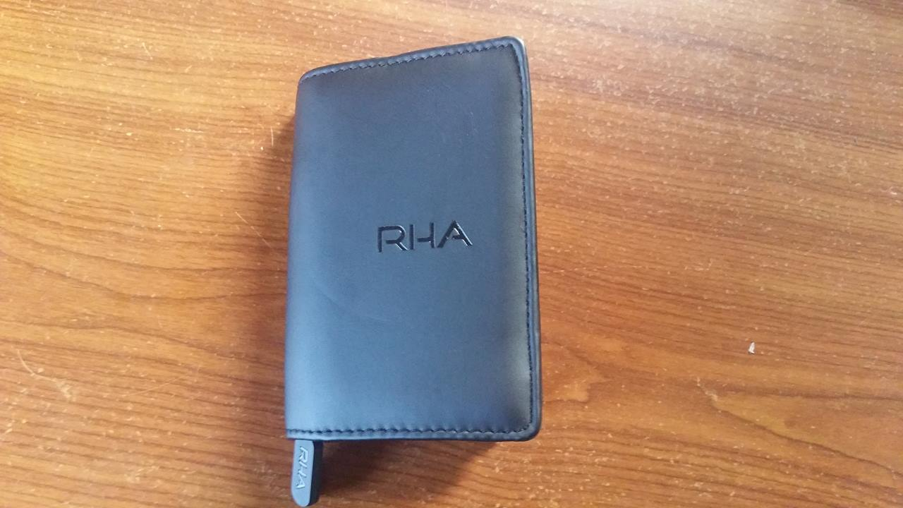 Test et avis écouteurs intra auriculaire RHA 750i. pochette